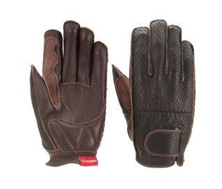 【バイク手袋】強化されている部分は上の写真の「にぎる」部分と「つく」部分だ。