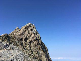 【槍ヶ岳山頂部】いつしか空も美しく晴れた。