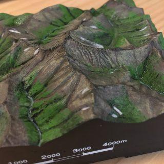 【槍ヶ岳3D】槍ヶ岳の3Dモデル、何年か前の食玩(オモチャのオマケ)ですが槍ヶ岳に行ってきたりするとぐっと価値が高まります。