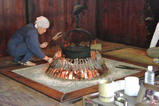 【ニンジン】僕達の帰りの定番は明神館の対岸にある嘉門次小屋で岩魚を食べる事です。