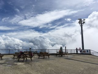 【マジカルな雲】標高1000mは地面よりも雲の世界に近いので上手くいけばなかなか楽しい景色が見られる。